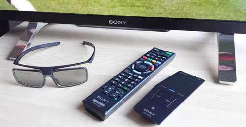Stand, remote controls & 3D glasses