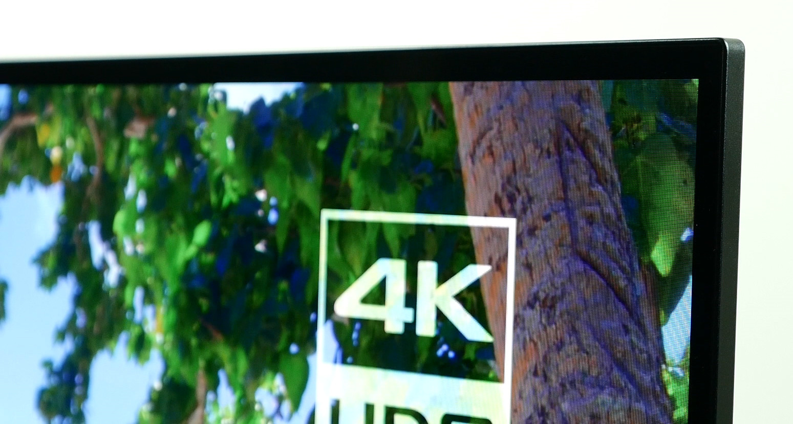 The company s designers have even taken the bold step of shrinking the  normally prominent Sony logo to ... d644401058